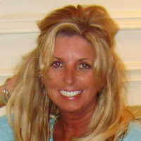Mary, 53 from Skaneateles, NY