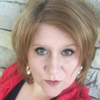 Becky, 38 from Lenexa, KS